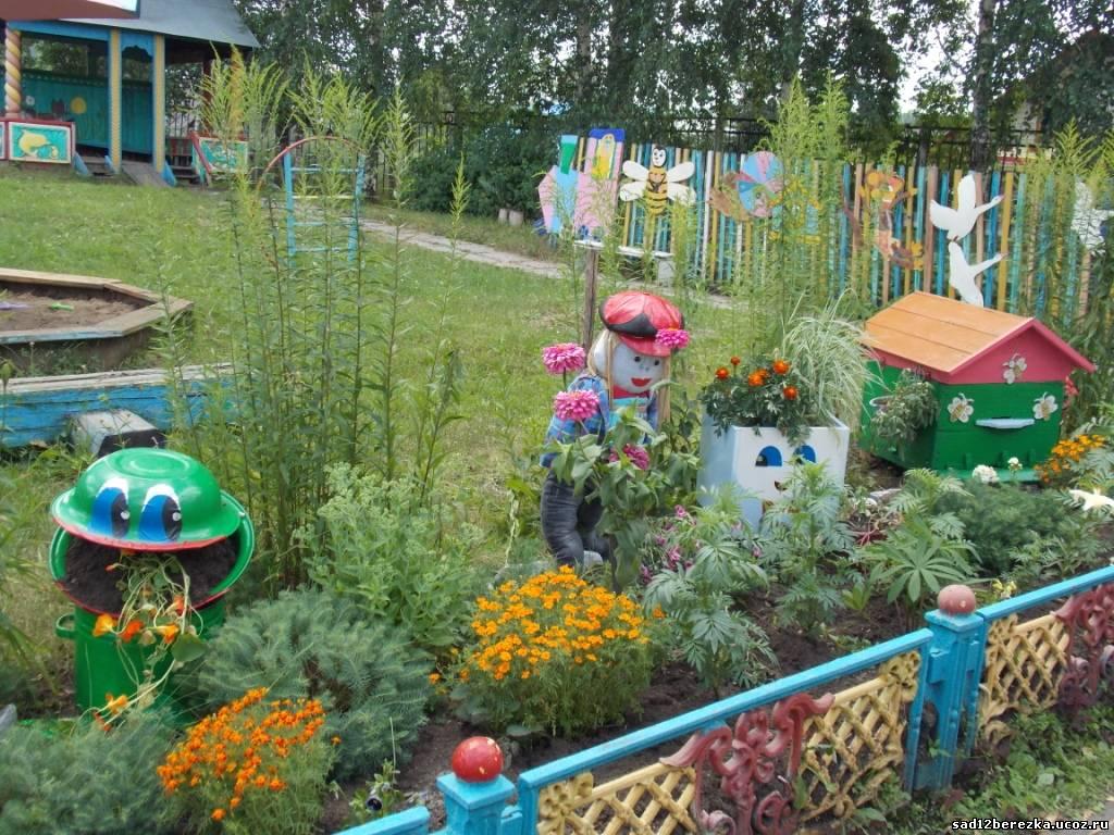 Цветочные клумбы в детском саду фото